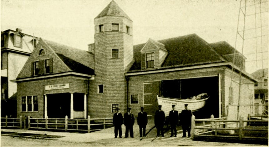 Life Saving Station At Leaming Ave