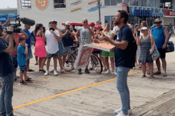 Dave Portnoy Comes To Wildwood And Rates Sam's Pizza And Mack's Pizza